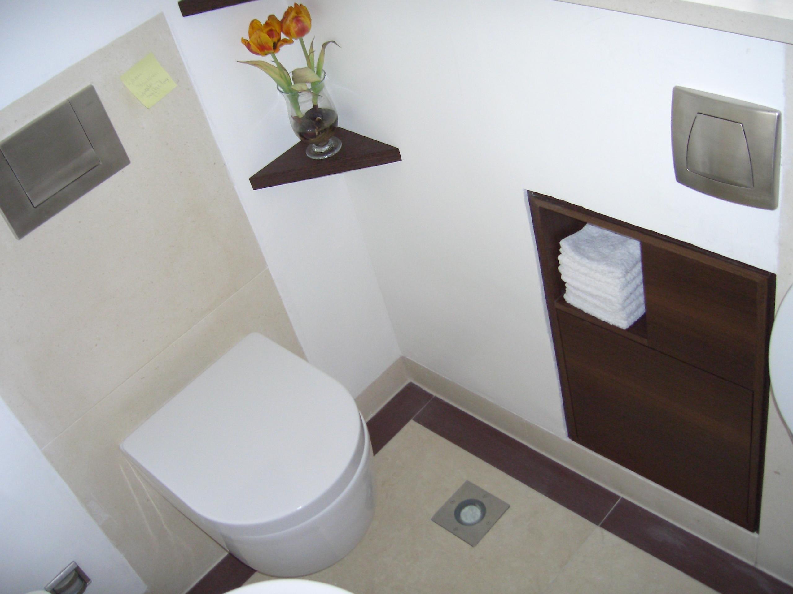 badezimmer mit wenig fliesen – topby, Modern Dekoo